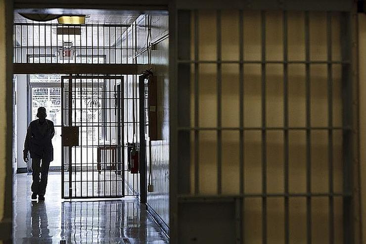 Можно ли и как выписать из квартиры осужденного, образец искового заявления и судебная практика